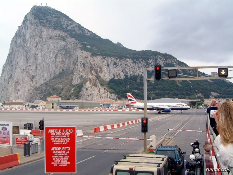 [Obrazek: gibraltar_airport_runway_funzugorg_03.jpg]
