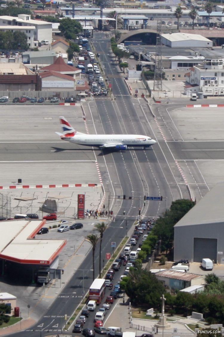 http://vijaycool.files.wordpress.com/2009/07/gibraltar_airport_runway_funzugorg_04.jpg